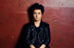 Nace Billie Joe Armstrong, líder, cantante, compositor y guitarrista principal de la banda de punk rock, Green Day