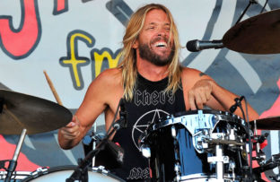 Nace Taylor Hawkins, baterista de Foo Fighters