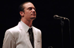 "Nace Michael Allan Patton ""Mike Patton"", vocalista principal de la banda Faith No More"