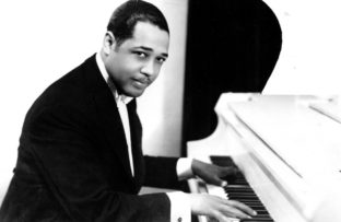 Muere el compositor, director y pianista estadounidense de jazz Duke Ellington