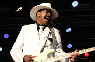 Nace Larry Graham