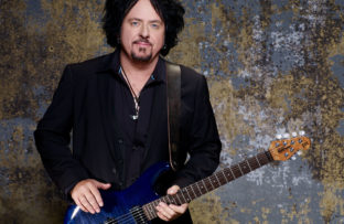 Nace Steve Lukather