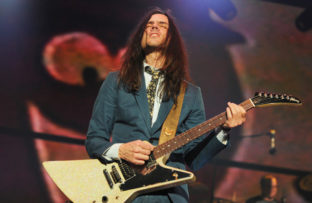Nace Brian Bell