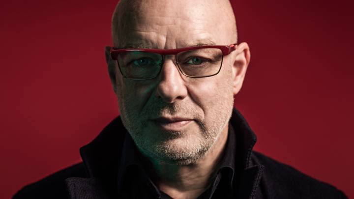 Brian Eno comparte 'Everything's on the Up With the Tories'