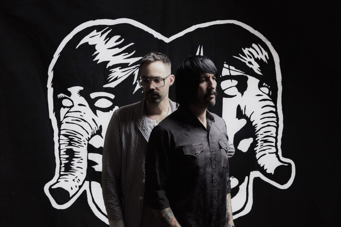 """(video) Mira lo nuevo de Death From Above 1979, """"One + One"""""""