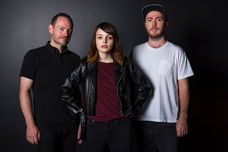 """Chvrches lanza """"Cry Little Sister"""""""
